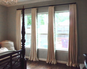 Drapes on rod 800px